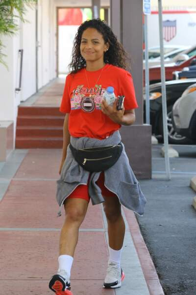 Christina Milian sait que boire de l'eau de coco aide à garder son teint de pêche
