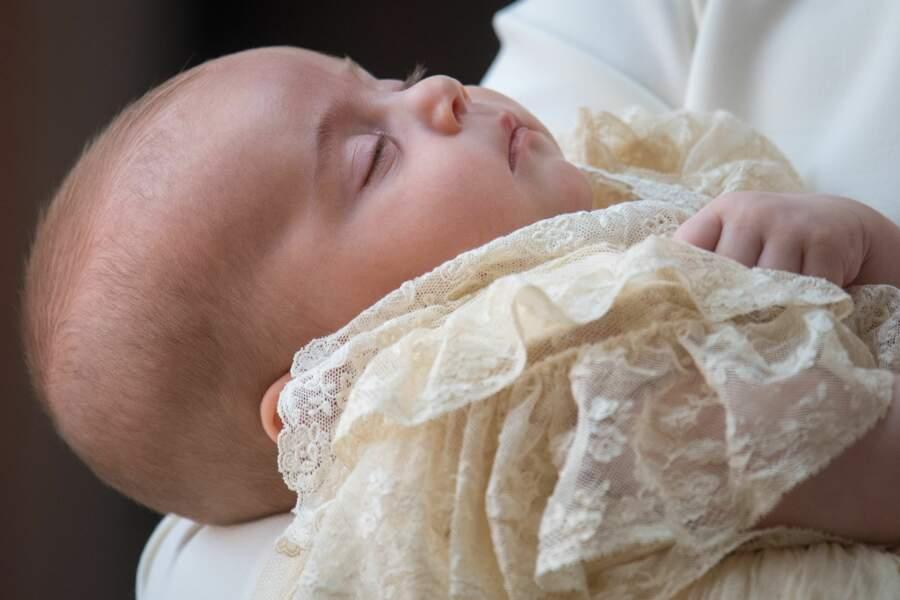 Le prince Louis, lors de son baptême, en juillet 2018, à peine âgé de 3 mois