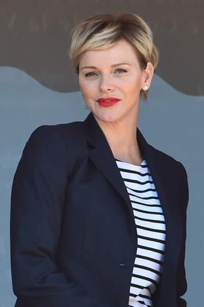 Charlène de Monaco canon avec une nouvelle coupe de cheveux plus dorée et une bouche rouge
