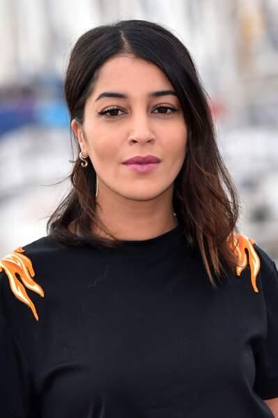 Side-hair classique, porté avec classe par Leïla Bekhti.
