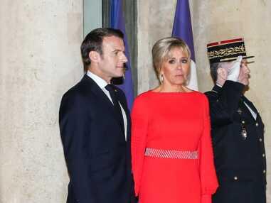 PHOTOS - Brigitte Macron glamour et sophistiquée en longue robe rouge fendue pour accueillir le couple présidentiel chinois à l'Elysée
