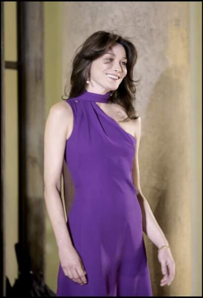 Désormais première dame, elle accueille les hommes d'Etat à l'Elysée. Comme Shimon Peres en 2008.
