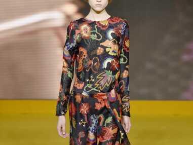 Fashion Week Londres : Fleurs, résilles, l'exubérance à fleur de peau