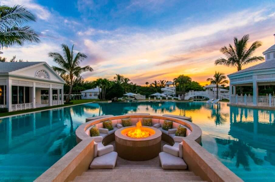 Découvrez la piscine de la villa de Céline Dion