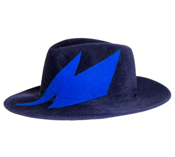Chapeau en feutre, 180 € (Anthony Peto en vente en exclusivité au Printemps).