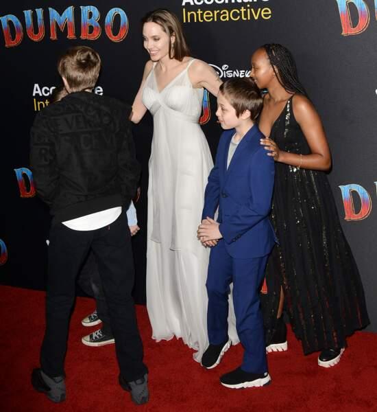Angelina Jolie était entourée d'une petite partie de sa tribu : Zahara, Shiloh et les jumeaux Vivienne et Know
