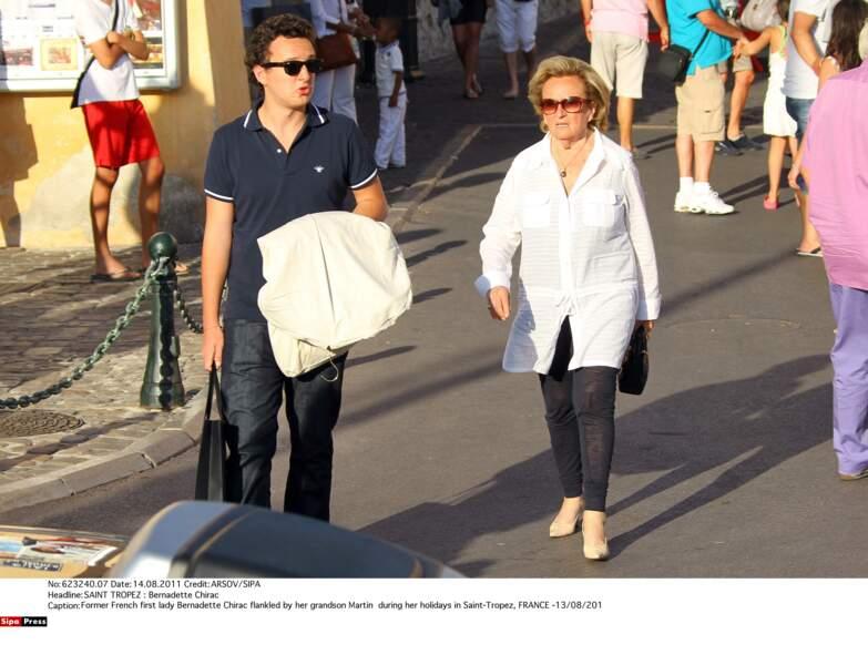 Bernadette Chirac et son petit-fils Martin en vacances à Saint-Tropez, en 2011