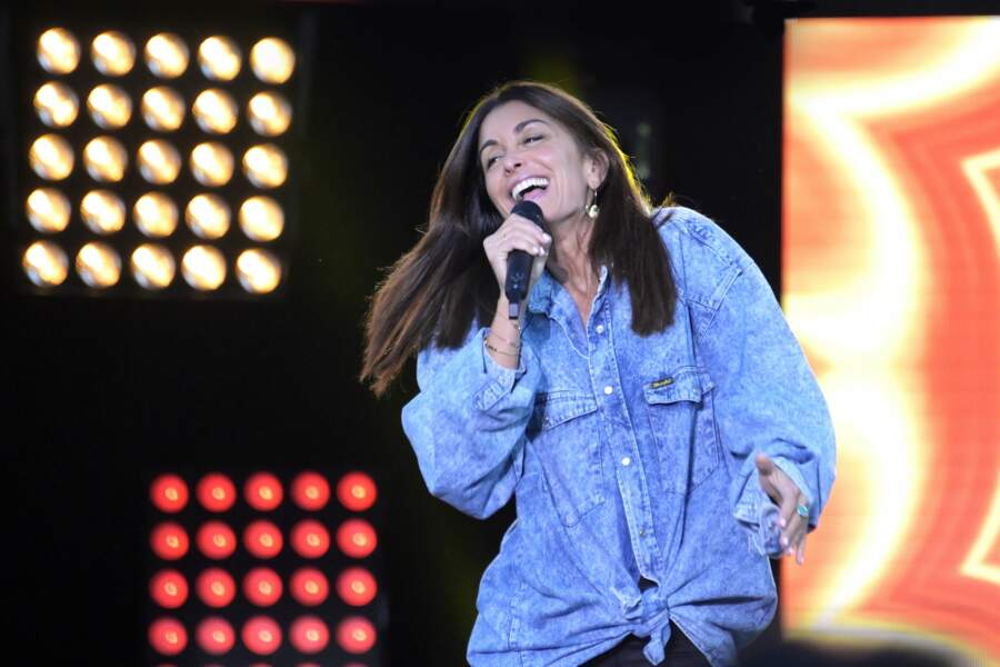 Jenifer a préféré un look plus confortable pour se produire sur scène