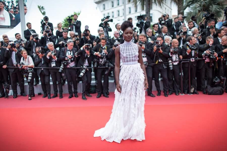 Lupita Nyong'o dans une sublime robe immaculée tout en tulle et transparence au festival de Cannes 2018.