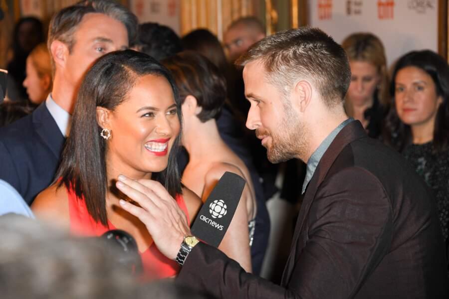 En pleine interview, Ryan Gosling a le regard pétillant et semble épanouit. Le joie d'être papa ?