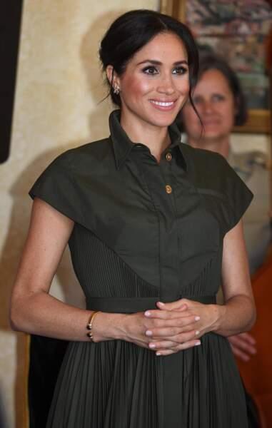 Meghan Markle enceinte et lumineuse avec son chignon signature