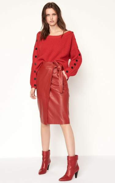 Rouge passion, jupe en cuir nouée Magic, 370 € (Ba&sh).