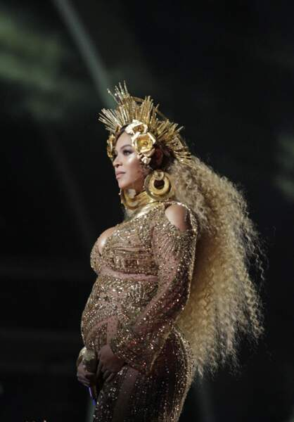 Pour la 59e cérémonie des Grammy Awards Beyoncé était plus rayonnante que jamais
