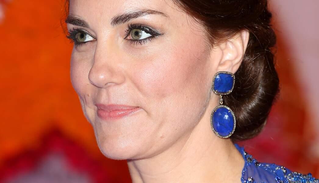 Les boucles d'oreilles en lapis-lazuli et diamants du joaillier indien Amrapali