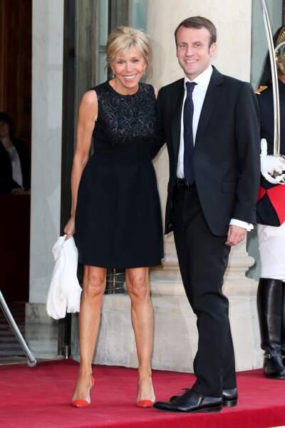 La petite robe noire de rigueur lors d'un dîner en l'honneur du prince Felipe VI et de la reine Letizia d'Espagne