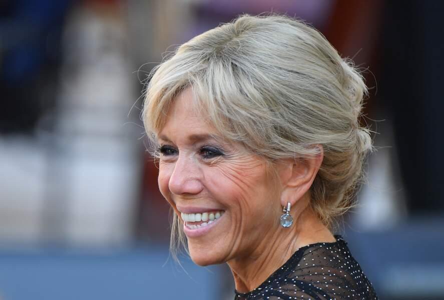 Les coiffures sophistiquées de la Première Dame Brigitte Macron ont toujours beaucoup d'allure.