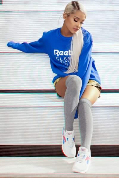 La chanteuse Ariana Grande, égérie Reebok, se dote elle aussi de longueurs platine très raides
