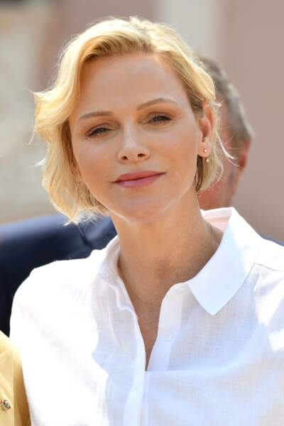 Charlène de Monaco avec un look très naturel : teint lumineux et cheveux légèrement wavy