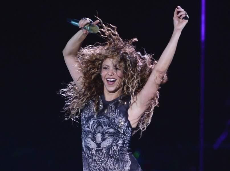 Shakira et sa crinière de boucles sauvages