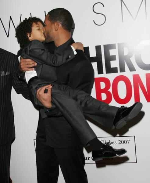Will Smith embrasse son fils Jaden sur la bouche