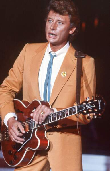Johnny Hallyday en costard dans les années 80