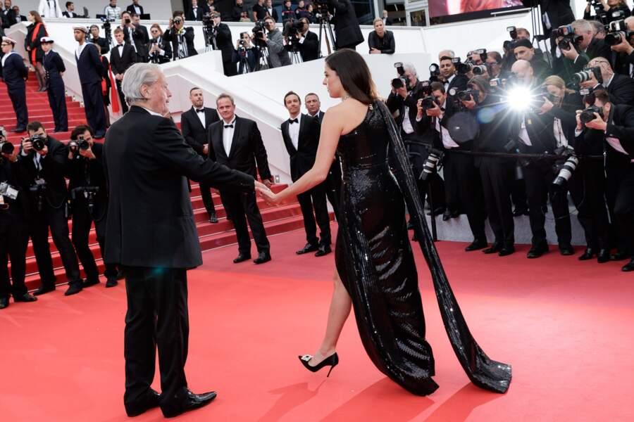 Alain Delon et Anouchka Delon main dans la main sur le tapis rouge de Cannes, le 19 mai 2019
