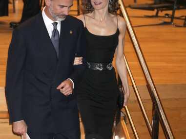 Letitizia d'Espagne, l'élégance sexy dans une robe noire à fines bretelles