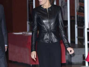 Letizia d'Espagne, reine super sexy dans sa veste moulante en cuir noir