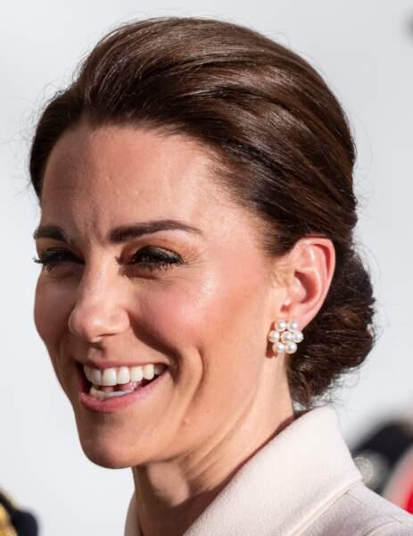 Kate Middleton modernise son look avec une technique de maquillage plus moderne et des highlighters le 6 juin 2019.
