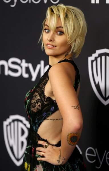 Elle multiplie les tatouages