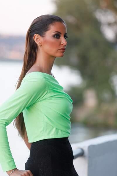 Les cheveux extra longs de Malika Ménard