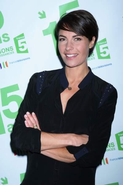 Une coupe courte avec frange comme Alessandra Sublet