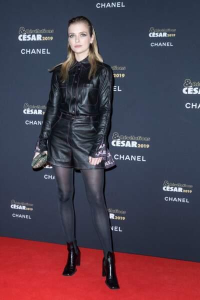Camille Razat en total look Chanel très rock à la soirée des révélations des Césars.