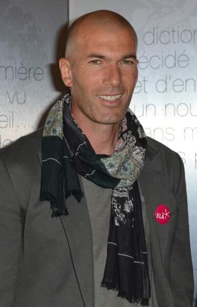 """Zinédine Zidane lors du lancement du livre """"Le dessein d'ELA"""" chez Artemis à Paris, le 3 juin 2015"""