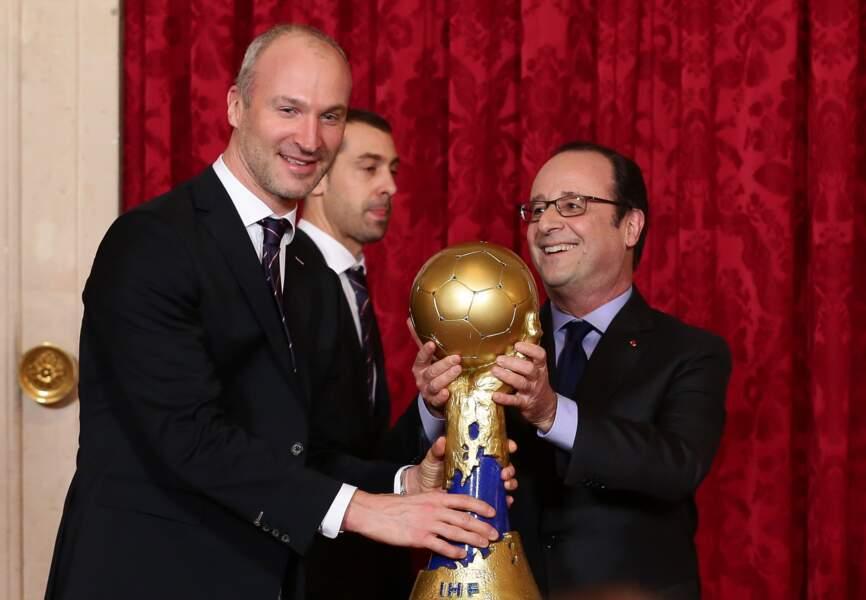 Thierry Omeyer, le gardien des Experts et le président Hollande.