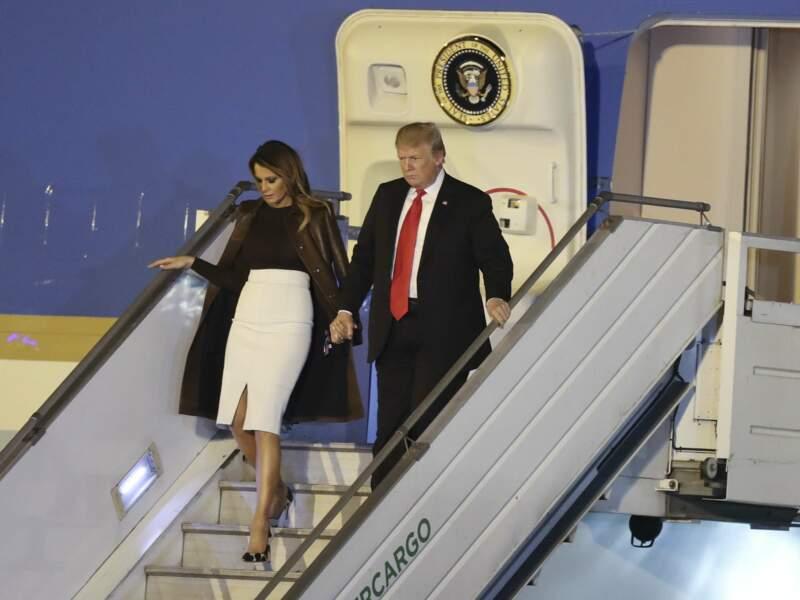 Melania Trump élégante en jupe fendue pour son arrivée en Argentine