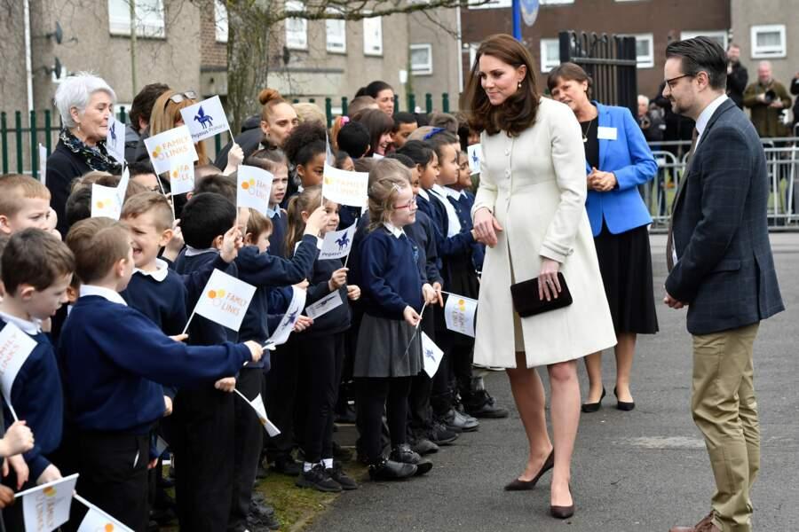 Kate Middleton visite l'école primaire Pegasus à Oxford, Royaume Uni, le 6 mars