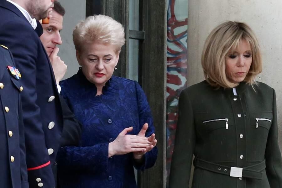 Brigitte Macron en manteau d'officier Louis Vuitton : un look qui tranche avec celui des premières dames