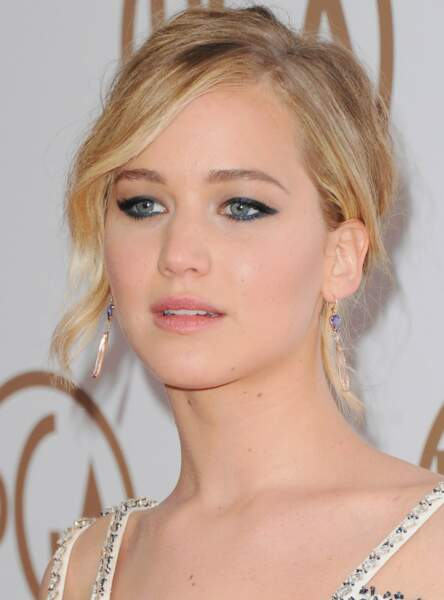 Le make up bleu marine de Jennifer Lawrence