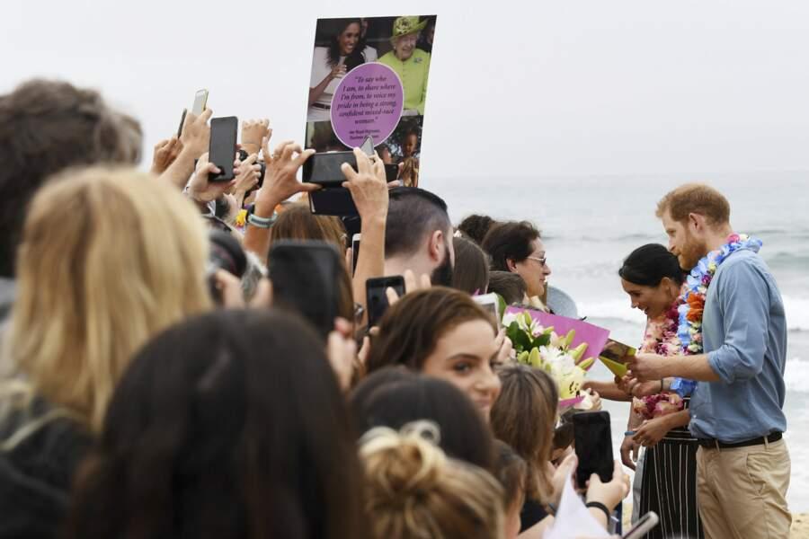 Meghan Markle et le prince Harry en balade à Bondi Beach à Sydney le 22 octobre 2018