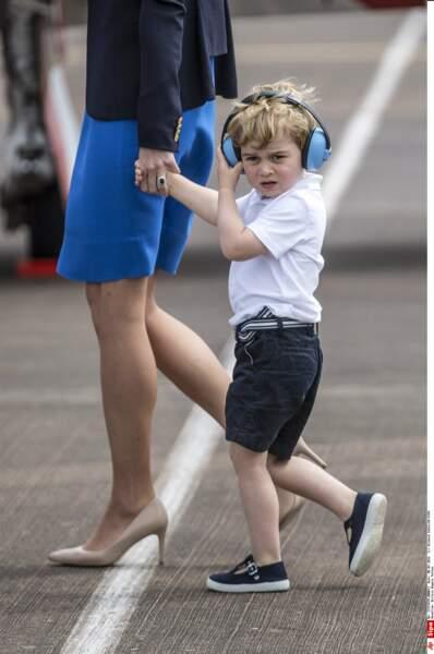 Prince George s'apprête à effectuer son premier vol en hélicoptère (le 8 juillet 2016)