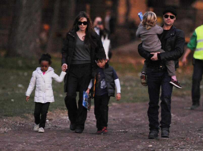 Brad Pitt, Angelina Jolie et leurs enfants en Hongrie, en 2010