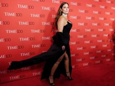 Look - Ashley Graham sublime dans une robe très décolletée