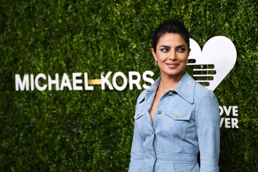 Priyanka Chopra rayonne au diner God's Love We Deliver, Golden Heart Awards en look Michael Kors.