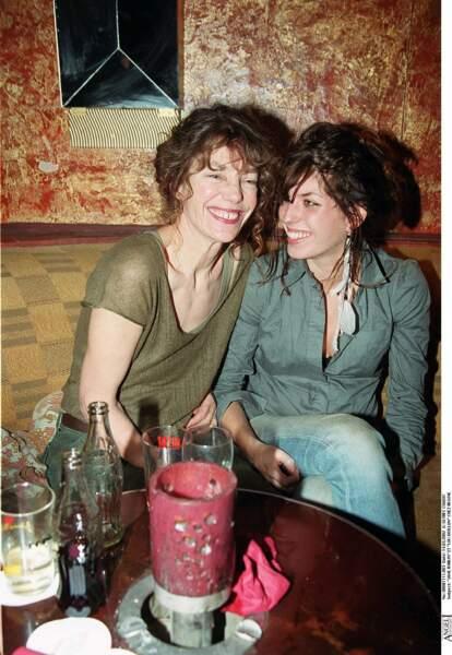 Janet Birkin et Lou Doillon lors d'une soirée chez Régine à Paris, en 2002