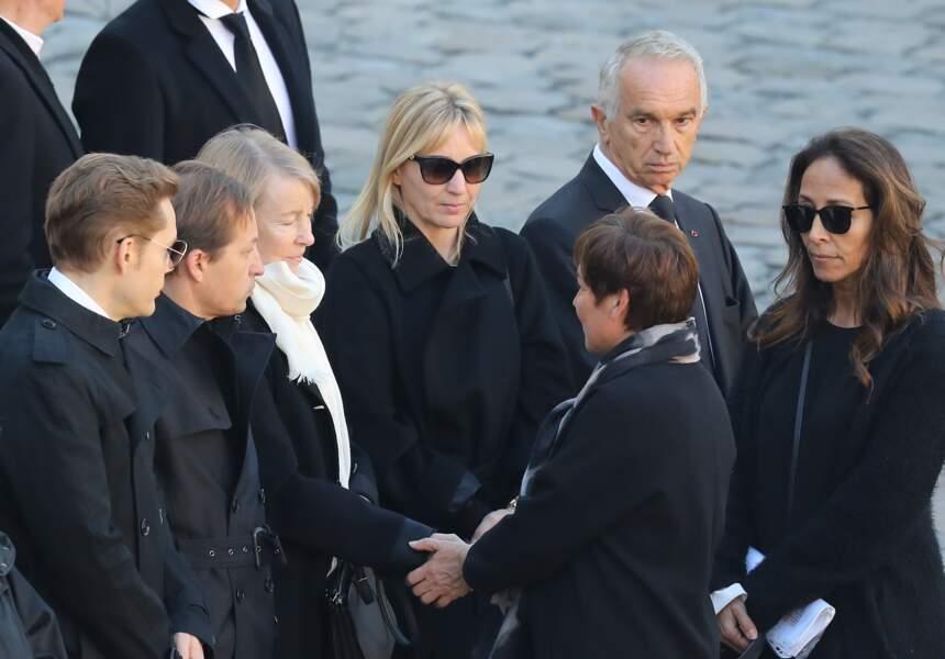 Ulla Aznavour entourée de ses enfants, Katia, Mischa et Nicolas lors de l'hommage national à Charles Aznavour