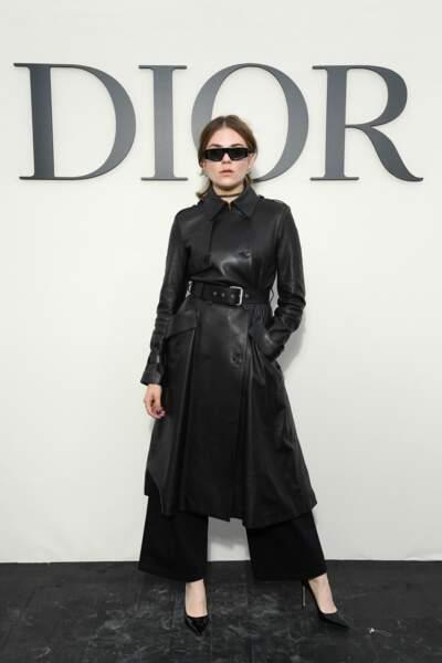 Le noir s'aborde de manière décomplexée comme sur Morgane Polanski, version Matrix, au défilé Dior.