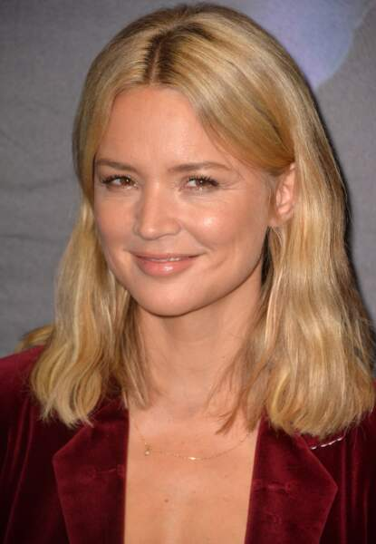 La coupe mi-longue blonde de Virginie Efira.
