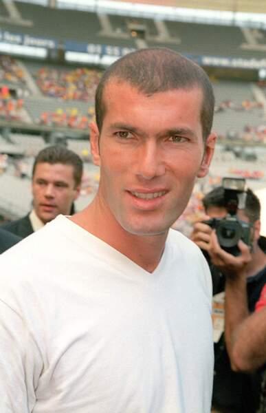 """Zinédine Zidane en 2000, lors d'un match au Stade de France, au profit de l'association """"Soleil 2000"""""""