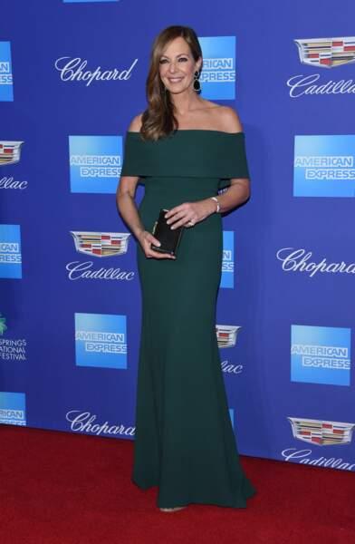 Allison Janney en robe aux épaules décolletées signée Lela Rose